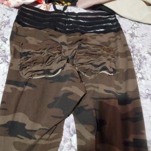 Camo scrunched leggings